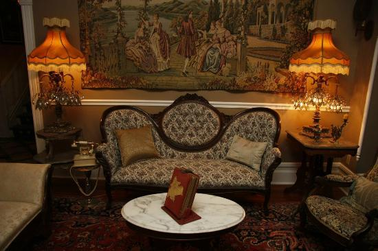 Seven Sisters Inn: The Parlor