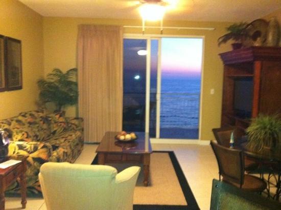 Sterling Reef: living room