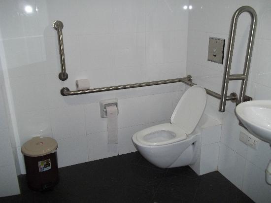 Mitraa Inn: комната на 4 человека с отдельным сан.узлом