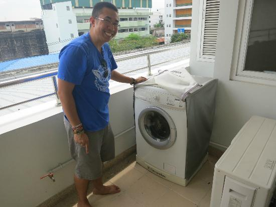 Viva Garden Serviced Residence: Our One Bedroom Suite came with a washer/dryer