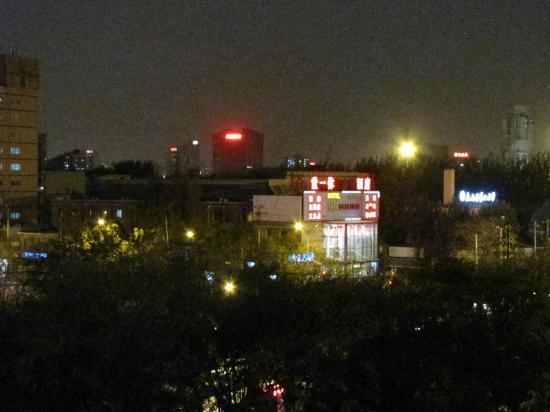 Yitel Hotel Beijing Wangjing 798: Night view