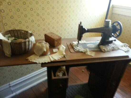 Rockcliffe Mansion: seamstress room