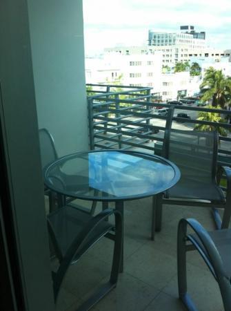Z Ocean Hotel South Beach : balcony table & chairs