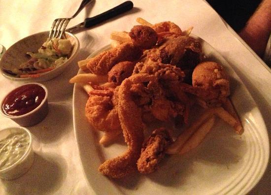 Carriage House Restaurant @ The Myrtles Plantation: fried seafood platter