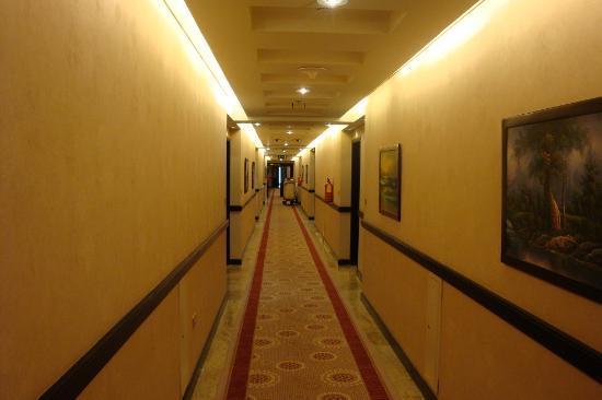 فندق رامادا الدوحة: Fluur, Rauchfrei je nach Stock 