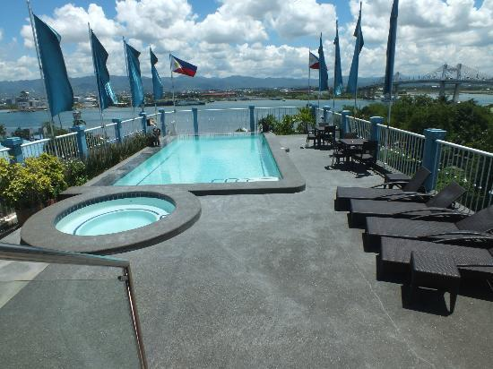The Bellavista Hotel: Rooftop Pool, always clean, always well maintained
