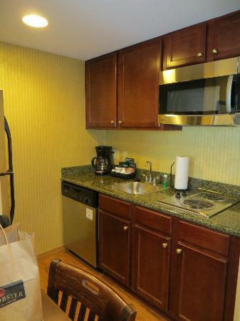 Homewood Suites by Hilton Tampa Airport - Westshore: Small Kitchen