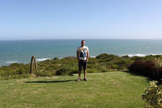 Dana Bay B&B Guest House: devant l'appartement petit jardin vue sur mer
