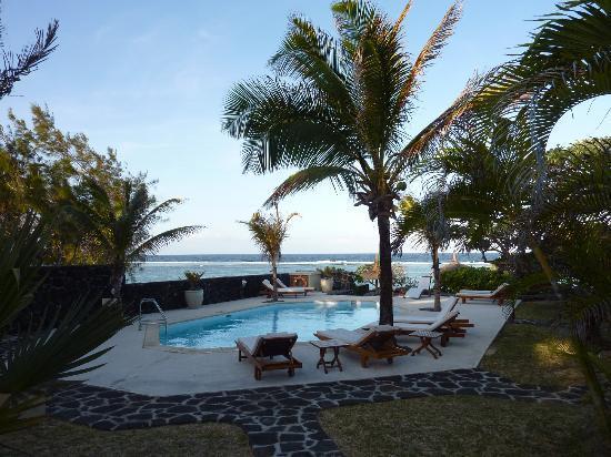 La Maison D'ete Hotel: La piscine destiné aux bungalows