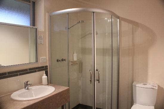 Milton Village Motel: Bathroom