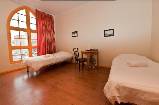 Scalabrini Guest House : Twin room