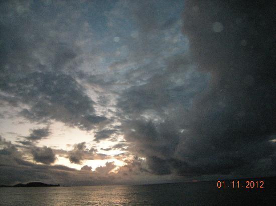 Islander Hotel: coucher de soleil face à cousin cousine
