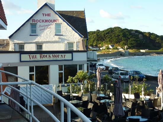 Cobo Bay Hotel: Pub next door