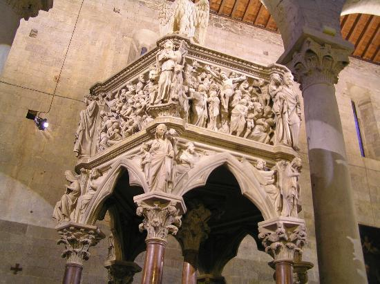 Pistoia, Italy: Sant'Andrea Pulpit