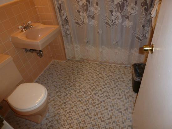 Knights Inn Seekonk MA: Cuarto de baño