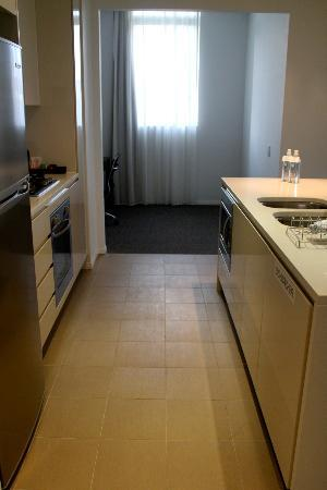 Meriton Serviced Apartments Aqua Street, Southport: Kitchen - 1 bedroom apartment