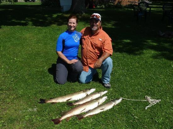 Big Chetac Resort: Another Good Morning of Fishing