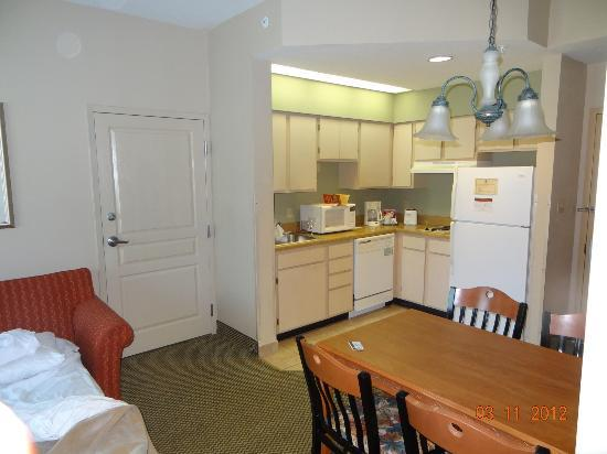 Hawthorn Suites by Wyndham Orlando Lake Buena Vista: Kitchen