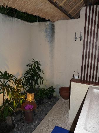 Santai Hotel Bali: autre vue de la salle d'eau