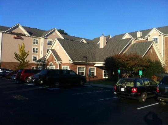 Residence Inn Williamsburg: An early morning view; sorry about the shadows. The hotel is behind Chili's on Richmond Road