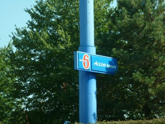Motel 6 Harrisburg: Sign