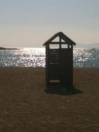 Golden Sun Hotel: walking along the beach. Glyfada