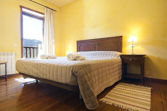 Baqueira Apartamentos Cota 1700: Habitación cama matrimonio