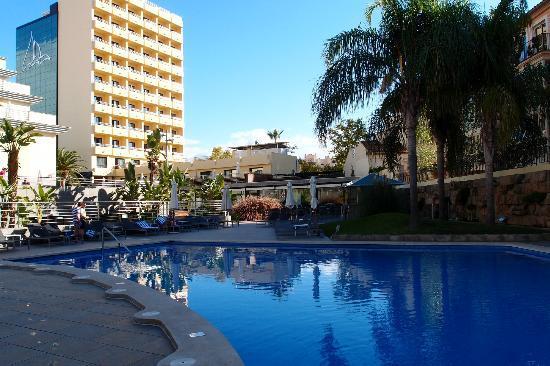 Hotel Isla Mallorca & Spa: la piscine et la façade de l'hôtel