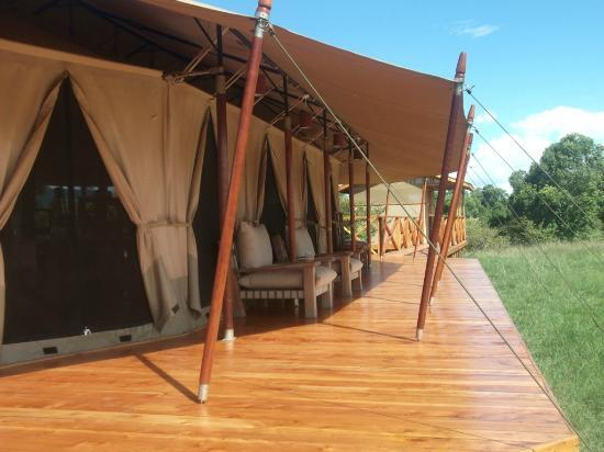 Loyk Mara Luxury Camp: A relaxing set up outside the dining