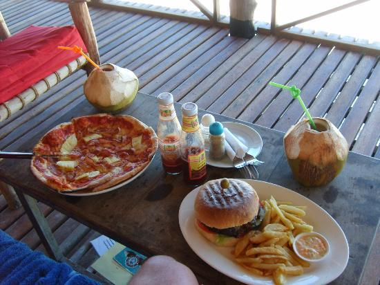 Ndame Beach Lodge Zanzibar : Lunch is served ... the best pizza (made in a pizza oven) & jumbo burgers big enough to feed a l