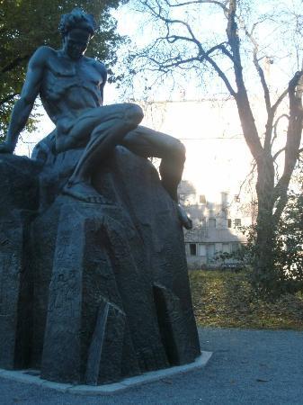 Hotel Tegnerlunden: Vorbei an Strindberg das Hotel im Hintergrund