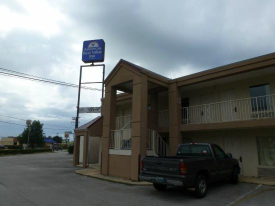 Regency Inn: exterior