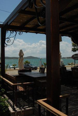 Madya Hotel & Restaurant
