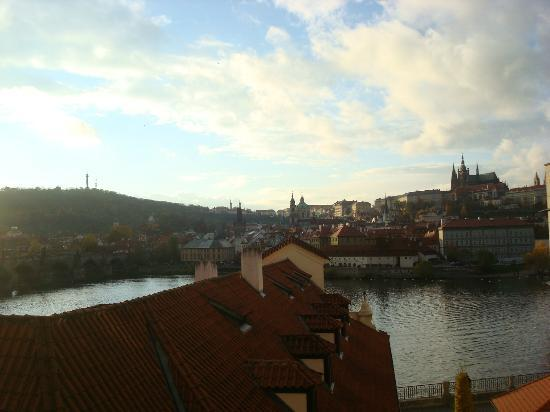 Four Seasons Hotel Prague: View of Prague Castle from room