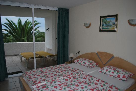 Residencial Rolando: Schlafzimmer mit Meerblick