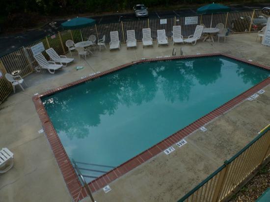 Masters Inn Doraville: Pool