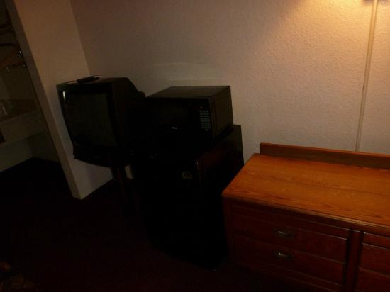 Masters Inn Doraville: Microwave and Tv
