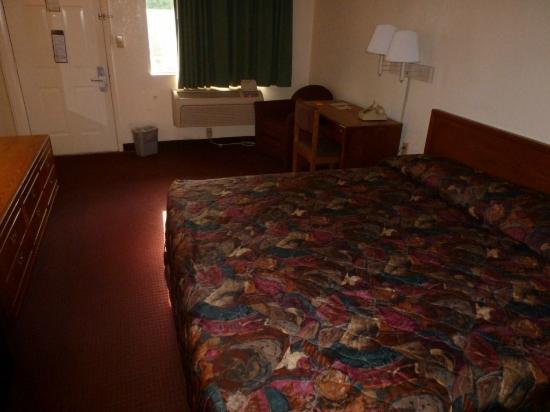 Masters Inn Doraville: Bed
