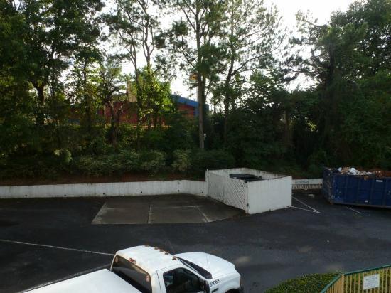 Masters Inn Doraville: Parking
