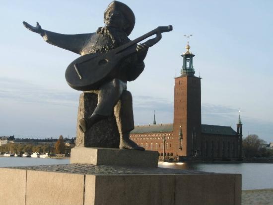 Stockholm City Hall: Blick auf das Stadhus von Riddarholmen aus