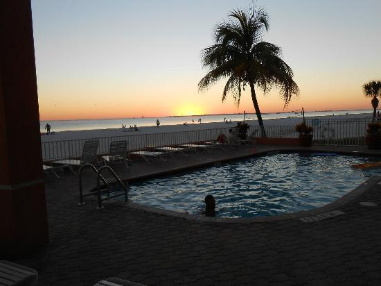 Edison Beach House: Sunset from the ppol