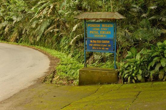 Patal Kikian: sign board by the main road