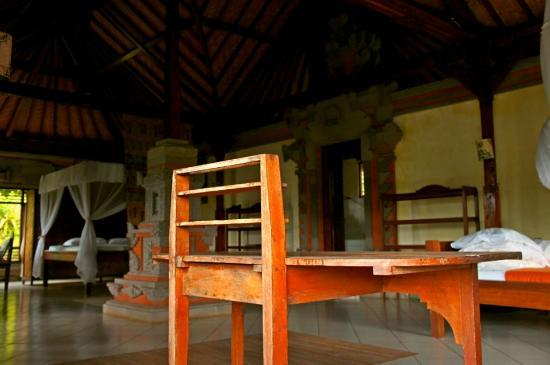 Patal Kikian: a glimpse of the other room facing to Agung (of course it was not occupied at that time:))