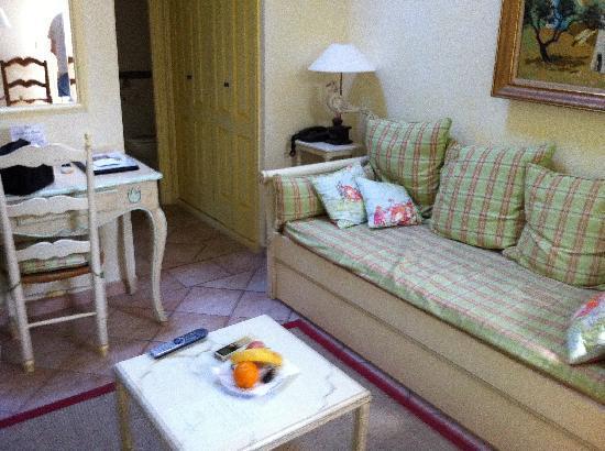 Hotel La Grande Bastide: Séjour au rez-de-chaussée
