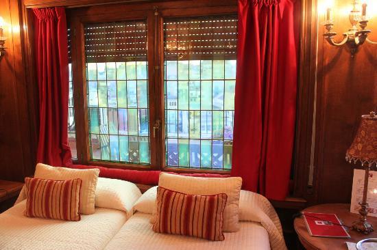 Casa Con Estilo Balmes: the red room.
