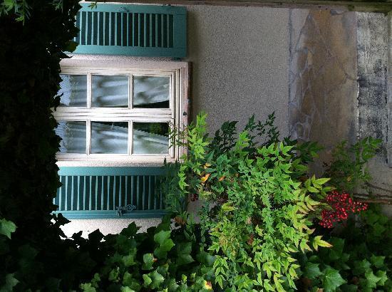 Hotel La Grande Bastide : Fenêtre de la chambre