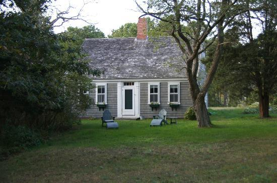 Gull Cottage Bed & Breakfast: The full cape cottage