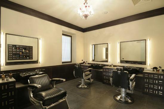 Wonderfool: barber store