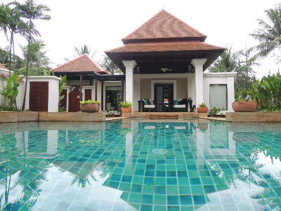 Banyan Tree Phuket: Blick vom Pool auf die Villa