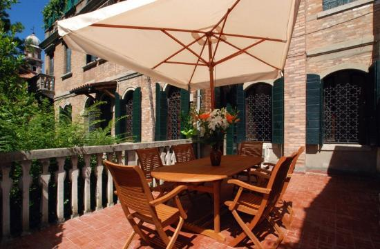 Apartments Michelangelo (Venice, Italy) - Condominium ...
